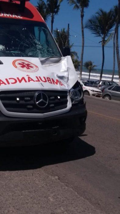 ILHÉUS: Acidente com ambulância do SAMU deixa um morto 8