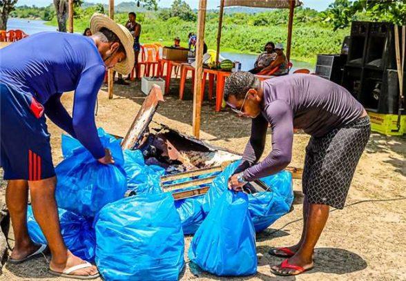 Campanha Na 'Onda Contra o Plástico' é realizada em Sambaituba 1