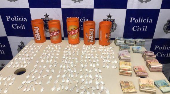 Ilhéus: Polícia apreende mais de R$ 7,5 mil e papelotes de cocaína dentro de residência 8