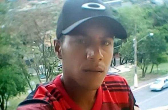 Corpo de baiano que morreu após ação da Polícia Militar em Paraisópolis chega na BA 4