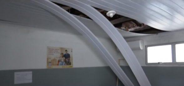 Parte do forro do teto de posto de saúde desaba em Itabuna 4