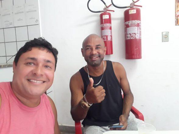 Amigos comemoram aniversário de José do Bar do Zé no Malhado 6