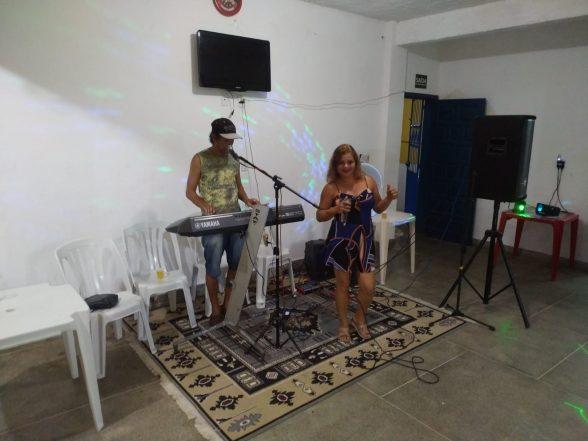 Amigos comemoram aniversário de José do Bar do Zé no Malhado 7