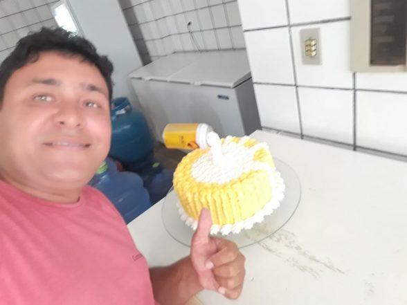 Amigos comemoram aniversário de José do Bar do Zé no Malhado 2