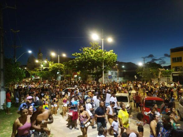 Parada LGBTQI+ atrai multidão na Avenida Soares Lopes em Ilhéus 2