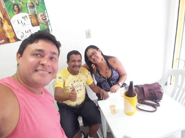 Amigos comemoram aniversário de José do Bar do Zé no Malhado 3