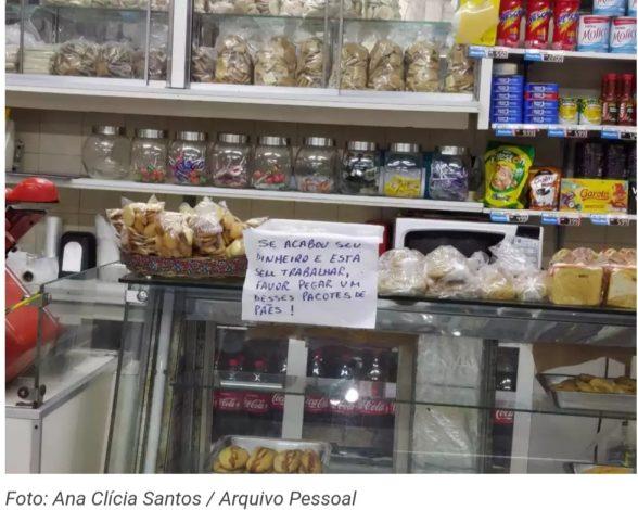 Padaria oferece pães de graça em Itabuna: 'Se está sem trabalhar, favor pegar um desses pacotes', diz cartaz 1